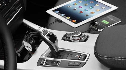 tips mengisi daya baterai ponsel di mobil